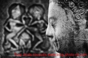 Bouddha et bas-reliefs à l'entrée du Bayon - Angkor THom