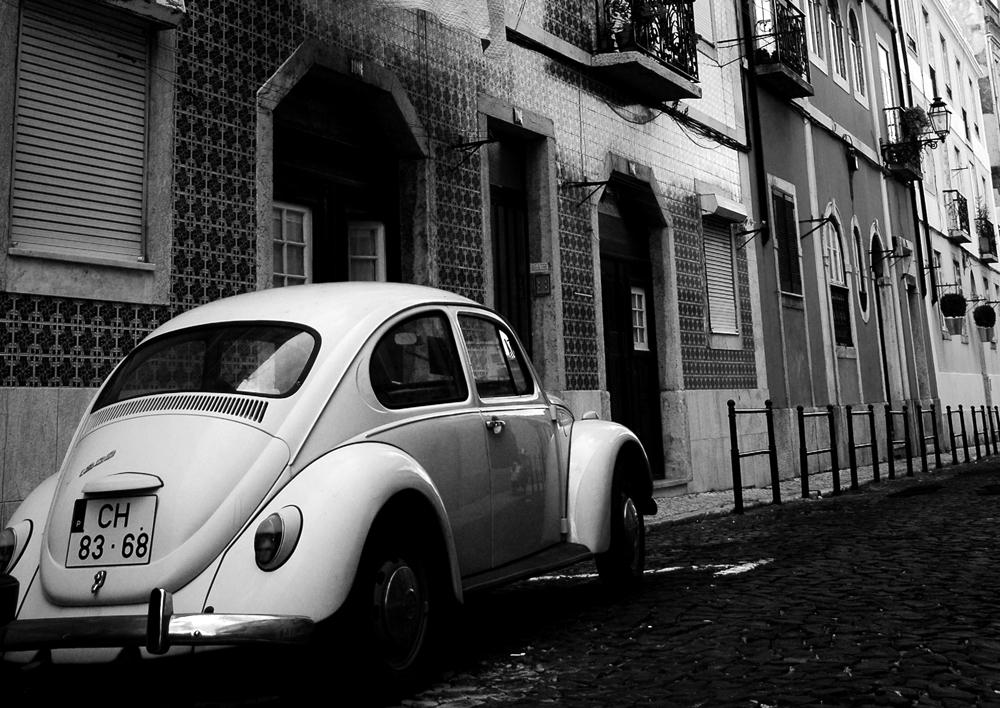 Photo noir et blanc d'une Coccinelle à Lisbonne - Portugal