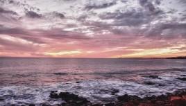 Photo couleur coucher de soleil sur un Phare à Lanzarote
