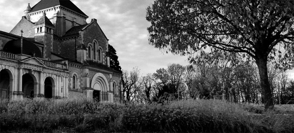 Photo noir et blanc de la basilique de Fontaine lès Dijon, Côte d'Or