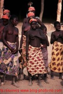 Femmes africaine en tenue folklorique - Cameroun, Afrique