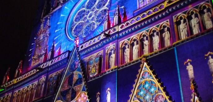 Photo couleur de la cathédrale Saint Jean lors de la Fête des Lumières 2008 - Lyon