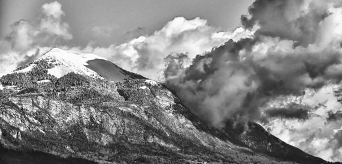 Sommet enneigé des Alpes en Haute Savoie