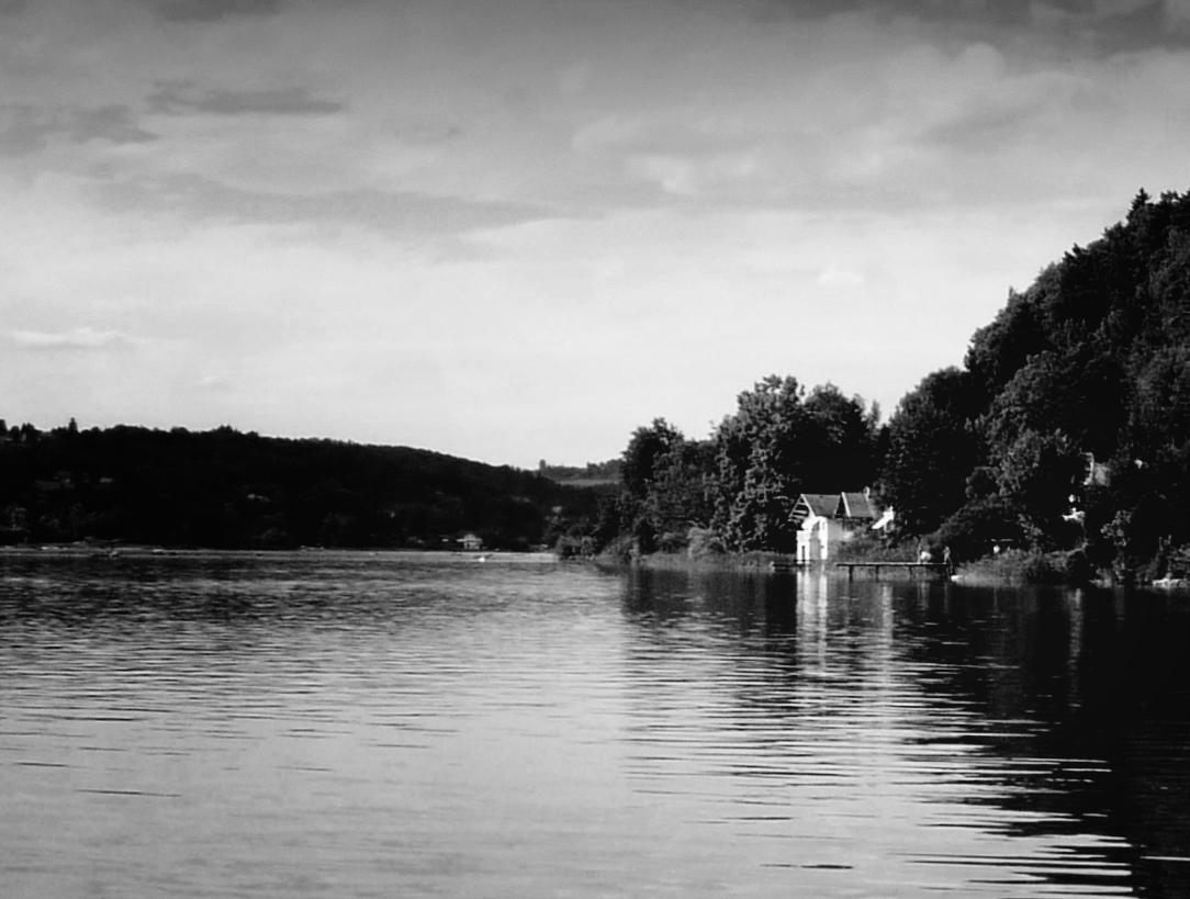 Photo noir et blanc du lac d'Aiguebelette, Isère