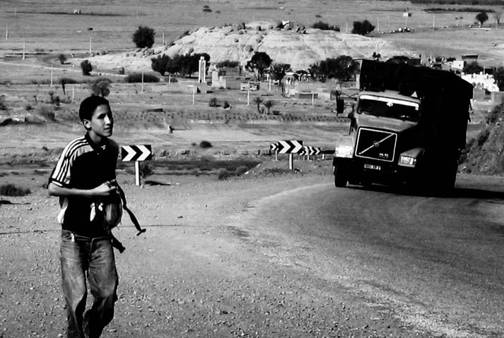 Photo noir et blanc Maroc : sur la nationale 9, de Ouarzazate vers Marrakeck