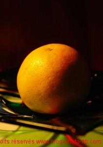 Ombres et lumière sur pamplemousse - photo couleur