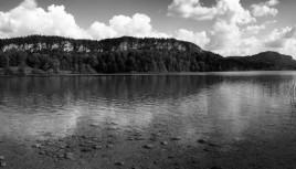 Lac d'Ilay (Jura) - photo noir et blanc panoramique