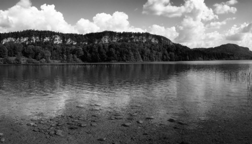 Lac d'Ilay (Jura) - photo noir et blanc panoramique