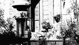 Photo noir et blanc d'une fontaine à Cahors