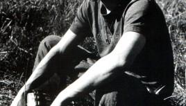 Photo noir et blanc d'un joueur de djmebé - Djembé man !