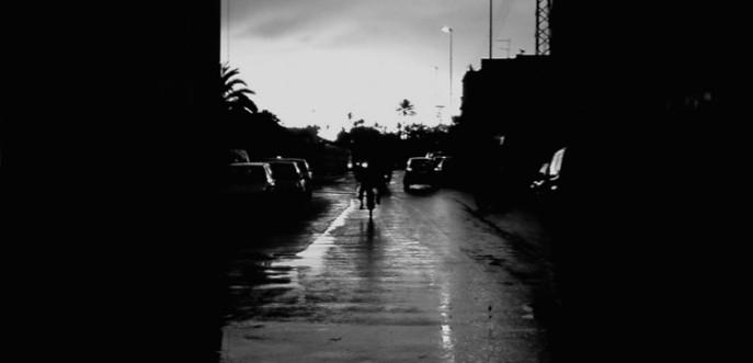 Photo noir et blanc de Marrakech sous la pluie - Maroc