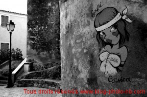 """Tag """"Corsica"""" sur les murs du vieu Calvi"""