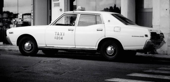 Photo noir et blanc de taxi vintage à Gozo, Malte