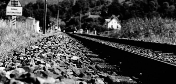 Photo noir et blanc de la voie ferrée à Aiguebelette, Isère